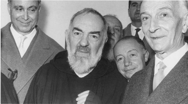 Padre Pio with visitors