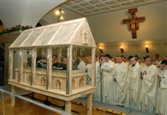 The coffin and priests